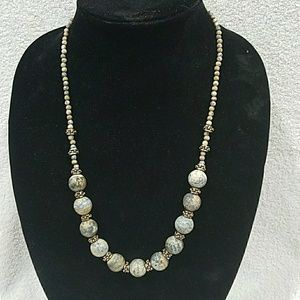 """Jewelry - An agate 23.5"""" beaded  necklace"""